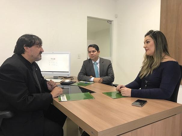 Camila Toscano se dispõe a contribuir para o crescimento da categoria dos Oficiais de Justiça
